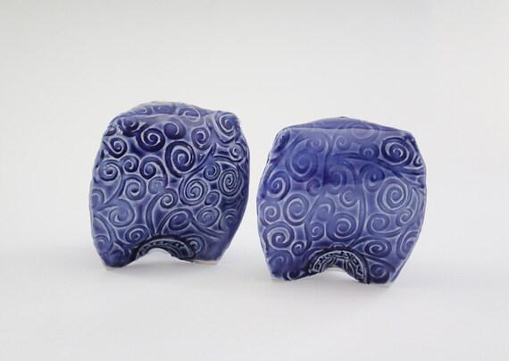 salz und pfefferstreuer in kobaltblau spiralen tri fu design. Black Bedroom Furniture Sets. Home Design Ideas