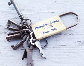 9 Vintage Skeleton Keys on 1928 White Bank Hampshire County Key Ring