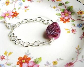 Druzy Bracelet Raspberry Red Pink Stone Drusy Bracelet Geology Jewelry Minimalist Silver Wrist Accessory Naturalist Rough Stone Quartz