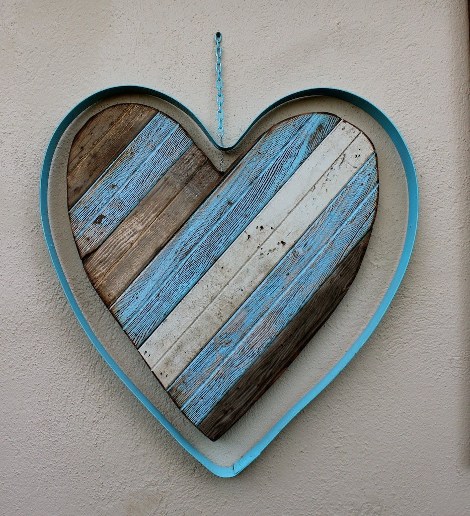 Wooden heart garden art metal heart hearts by honeystreasures for Wooden heart wall decor