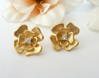 Cute Yellow Gold Plated Flower with Cubic Zirconia Stud Earrings