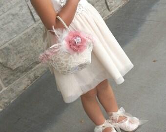 Flower Girl Basket, Ivory, Blush, Dusty Rose, Tan, Beige, Champagne, Pearl Handle, Lace Basket, Feathers, Elegant, Vintage, Round