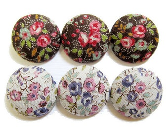 Sewing Buttons / Fabric Buttons - Tiny Roses Buttons - 6 Large Fabric Buttons