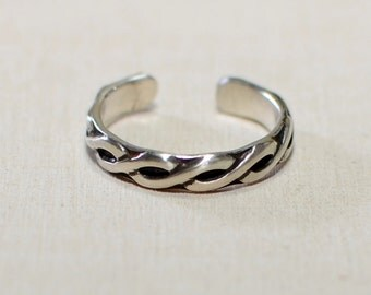 Sterling silver toe ring with patina enchanced braided pattern - Solid 925 TR444