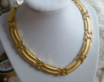 "signed ""Oscar de la Renta"" goldtone link necklace"