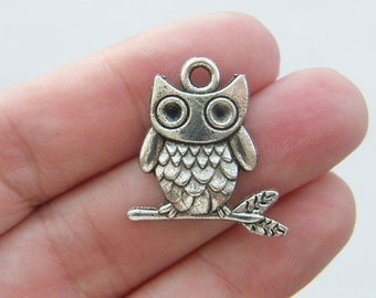 BULK 30 Owl charms antique silver tone O54 - SALE 50% OFF