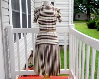 Vintage Zig Zag Dress Brown White Pleats Retro