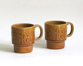 Ceramic Stacking Mugs Embossed Hansel Gretel Japan Amber Gold