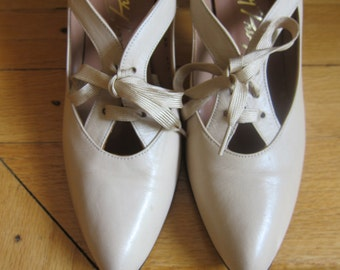 1970s Stanley Philipson Beige High Heel Oxfords Size 6 Lace Up Open Caged Mod Design Handcrafted Fine Leather Inside & Out