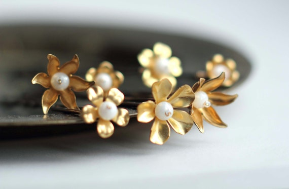Fleurs dorées épingle à cheveux pour chignon par Lucie Tales