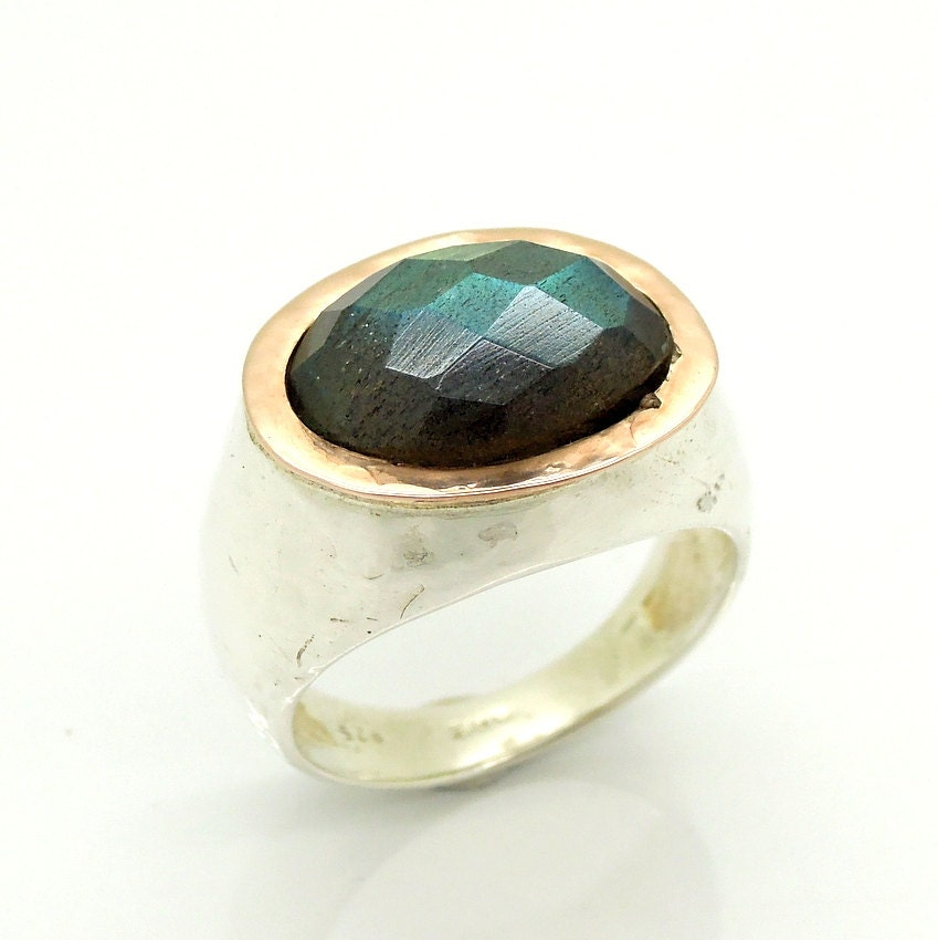Labradorite ring in silver & rose gold hammered band