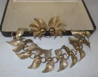 Elegant Vintage 1950's-1960's 3pc Linked Gold Bracelet and Earring Jewelry Set- Mod