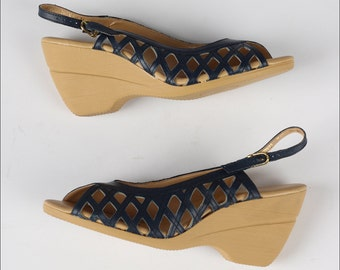 vintage 1970s shoes . blue lattice leather . dead stock . YO-YOs . wedge heel sandals . 4225