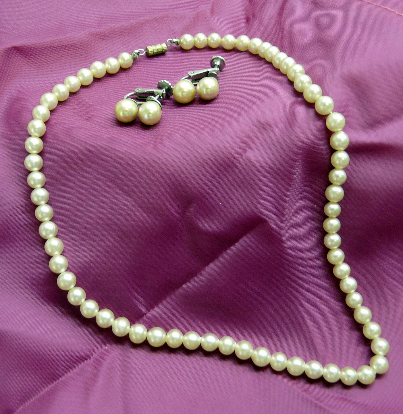 Vintage 1950s Faux pearl necklace and earrings