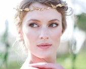 Fraxinelle tiny brass leaves, feathers and rhinestone halo, #811