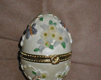 Vintage Hinged Porcelin Egg Trinket Box