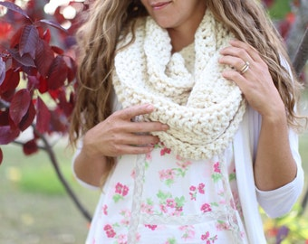 Circle Scarf, Crochet Infinity Scarf, Off White Crochet Cowl, Chunky Crochet Scarf, Cowl Scarf, Women Accessories