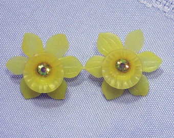 Daffodil Pierced Earrings  1960s NEW OLD STOCK cSc 23 A