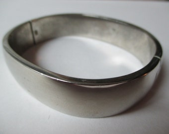 Solid  925 Silver Hinged Bangle  77 grams Gorgeous