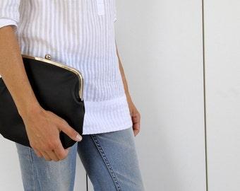 black PRETZEL purse. black clutch purse. black bag. black clutch. kisslock bag