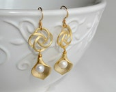 Gold Calla Lily and Freshwater Pearls Earrings - Pearl Earrings - Oriental Rose Earrings - Dangle Earrings - Gold Filled Hooks