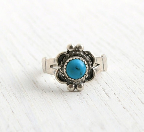 Vintage Sterling Silver Turquoise Blue Stone Flower Ring - Retro Size 3 1/4 Native American Tribal Style Jewelry / Flower Pinky Ring