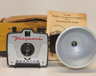 VINTAGE CAMERA, BROWN Spartus Vanguard with Flash and Original Box
