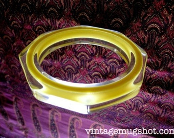 """Cool 50's Bracelet Modern Design Yellow and Clear 2 1/2"""" opening"""