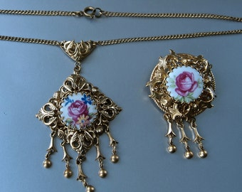 Edwardian Revival Parure 50's Rose Porcelain and Gold Filigree Bohemian Necklace and Brooch
