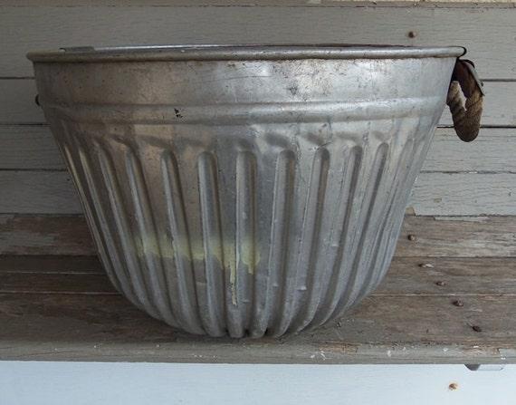 Vintage Aluminum Round Metal Wash Basin Farm Garden Tub With