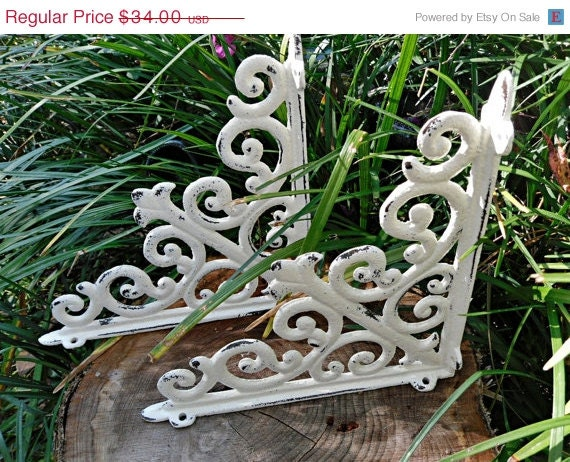 SCHOOL SALE Cast Iron Shelf Brackets / Shabby Chic Brackets / Shabby Chic Decor