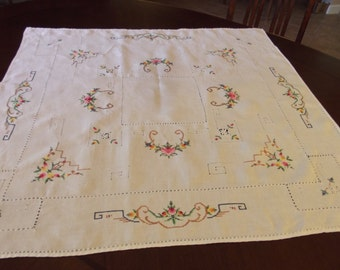 Vintage Needlepoint Tablecloth with Cut Work Size 33 1/2 Inches