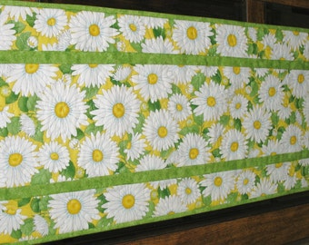 Daisy Table Runner made with Timeless Treasures Fabric