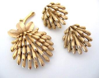 Vintage Crown TRIFARI Jewelry - Trifari Brooch and Earrings Set