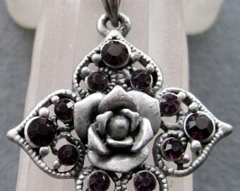 Vintage Retro Flower Pendant Necklace Rhinstone Metal 40mm x 40mm  T2105