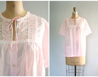 SALE || embroidered bed jacket - 60s vintage boudoir / Pale Pink - blush / 1960s - sweet kawaii - pastel kei top