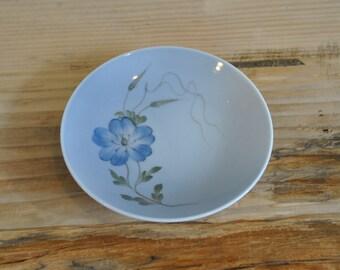 Vintage Royal Copenhagen 2800 small plate - Floral design - pale blue