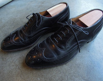 Vtg Johnston & Murphy Black Wing Tip Perforated Dress Shoes Mens size 8.5 D/B Womens 10/10.5