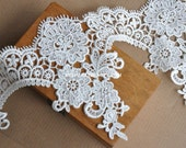 Off White Venice lace Trim Exquisite Rose Flower Embroidered Scalloped Floral Lace 6.29 Inches Wide 1 Yard
