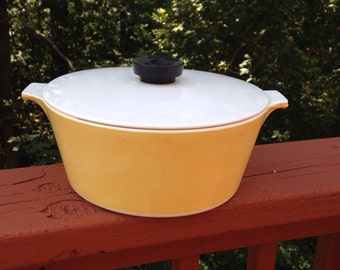 Rare Vintage Yellow Corning Ware casserole. 2.5 Quart Baking Dish. Yellow kitchen ware. Round Casserole with lid.
