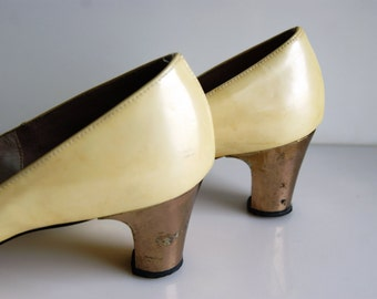 AUG SAEL - 1960s Iridescent Yellow Shoes with GOLD Heel // Sz 8