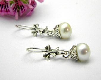 Small dangle pearl earrings in sterling silver - White pearl earrings, drop pearl earrings, pearl jewelry, bridesmaid gift, gift for her,
