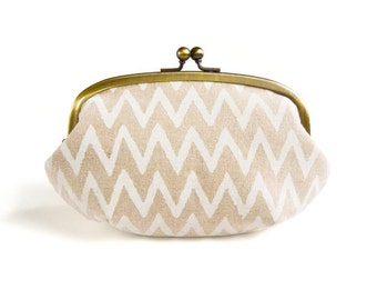 Metal frame large round pouch // Handwriting Zig Zag Pattern