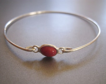 RED BERRY CORAL small oval bangle bracelet