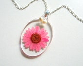 Pink Daisy - Real Flower Garden Necklace - Botanical jewelry, pressed flower, pink, natural, garden, modern, minimal, casual, Summer, ooak