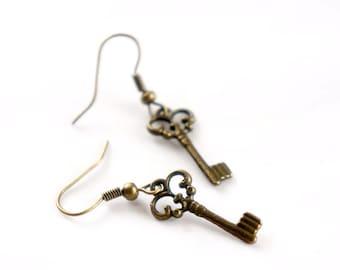 Antiqued Brass Vintage Style Tiny Skeleton Key Dangle Earrings - Bridesmaids Gifts Idea - Bridal Jewelry - KE00