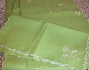 Gorgeous Green Irish Linen Tablecloth + 11 Napkins Embroidery Scalloped