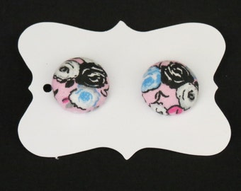 """3/4"""" Black/White/Blue Floral Fabric Button Earrings"""