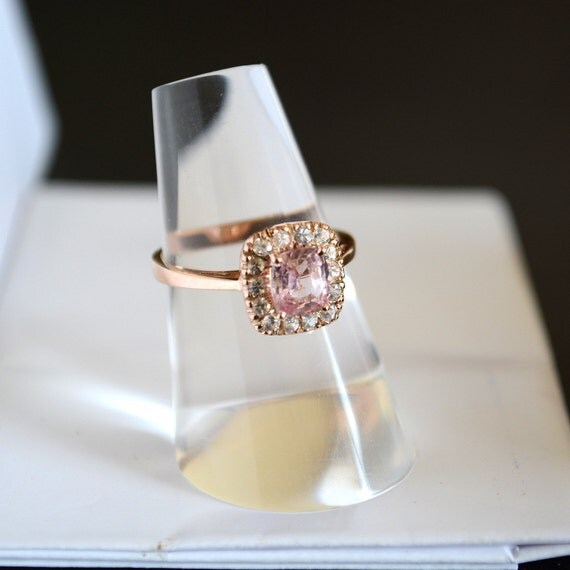 Rose gold ring about 1.1 carat AAA peach sapphire inlaid with white sapphires