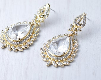 Exquisite wedding crystal stud earrings.  Vintage style bridal crystals drop gold earrings. Crystal stud earrings. Bridal crystal earrings.